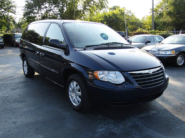 e41aeb2e5d used vans Spartanburg Moore Uncle Joe s 2003 Chrysler Town and ...