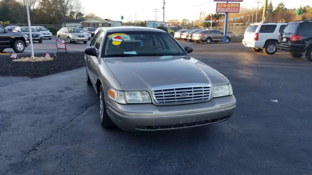 Ford Crown Victoria 2004 Gold