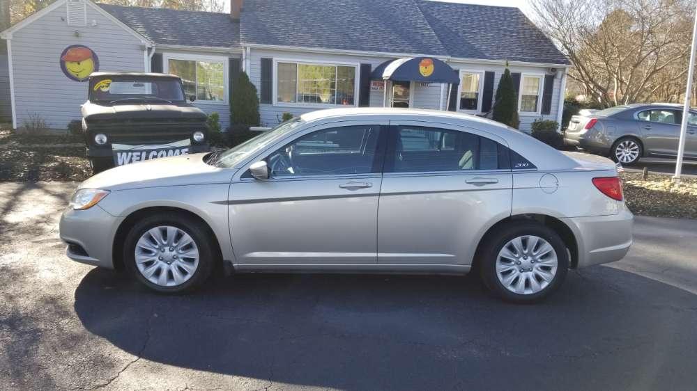 Chrysler 200 2014 Gold