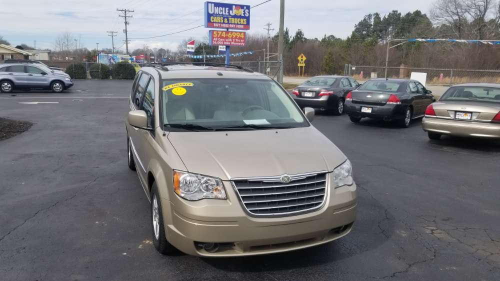 Chrysler Town & Country 2009 Gold