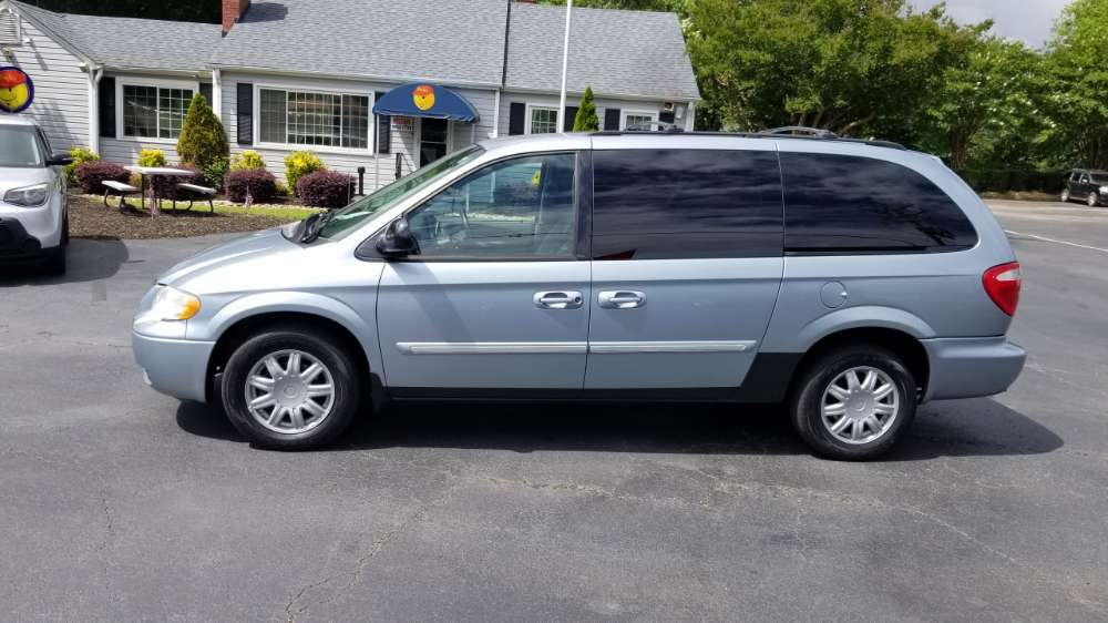 Chrysler Town & Country 2006 Blue