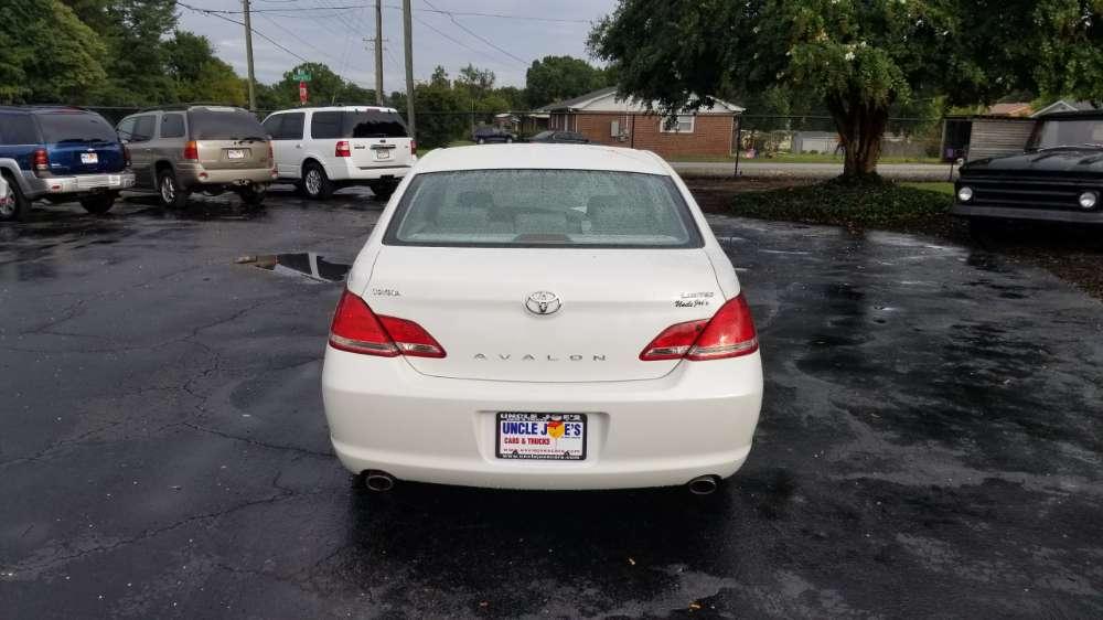 Toyota Avalon 2005 White